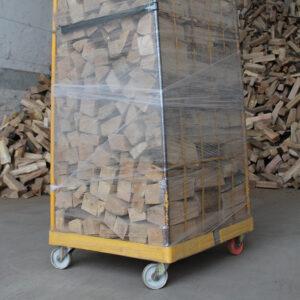 Holz auf Rollwagen